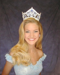 Annilie_-_Gown_Headshot_with_crown-_at_photo_shootweb-sm